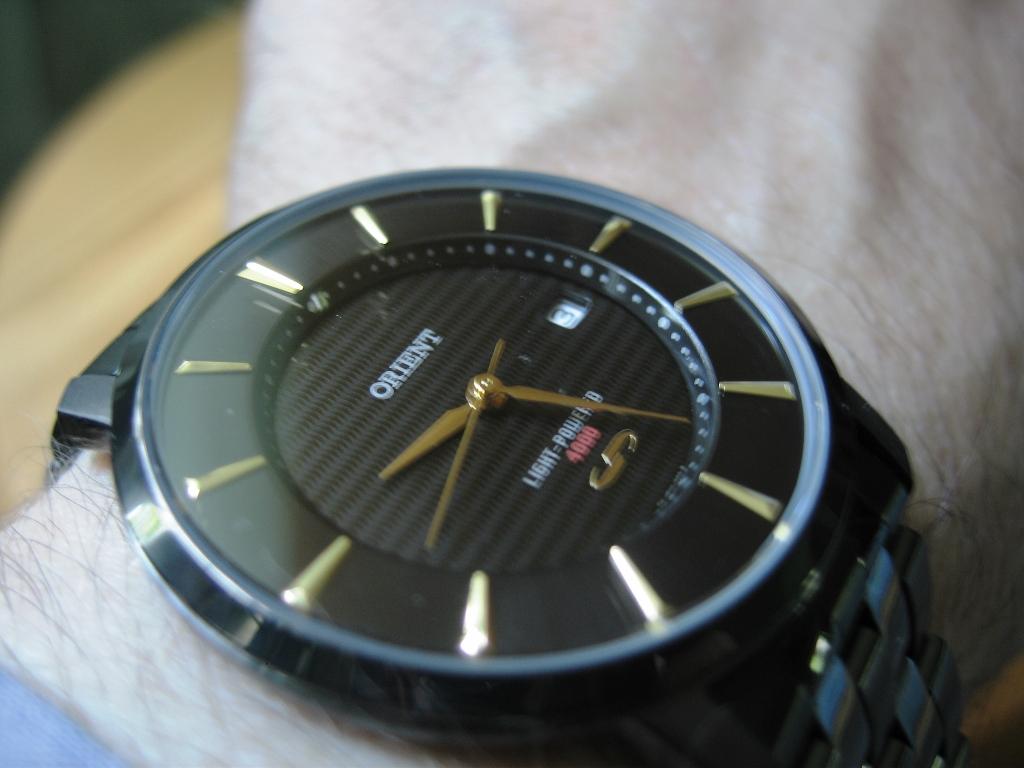 Первые образцы наручных часов появились ещё в xix веке.